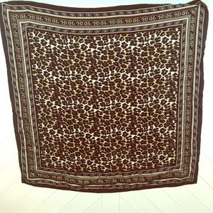 Leopard print silk scarf. Nicole miller.
